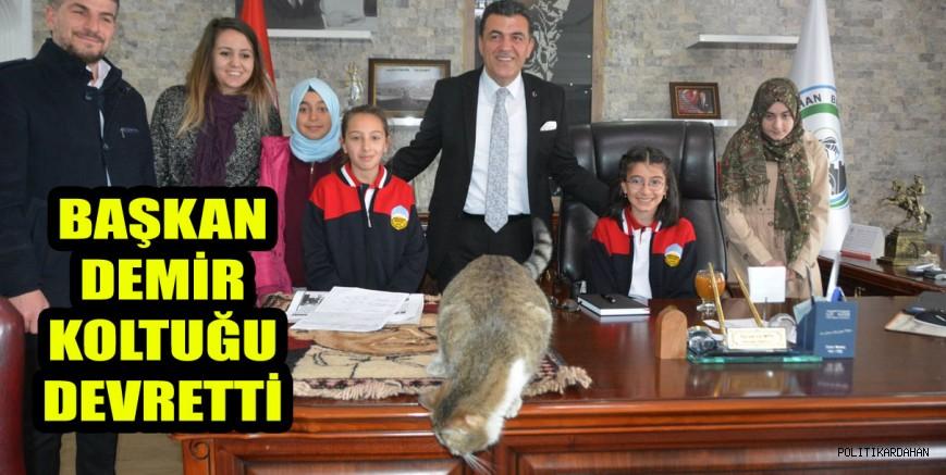 Başkan Demir koltuğu çocuk başkan Zelal Subaki'ye devretti