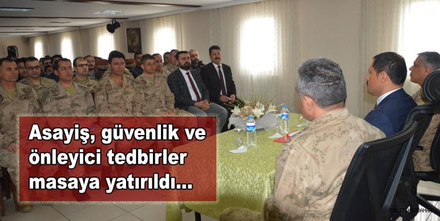 Vali, rütbeli jandarmalarla toplantı yaptı